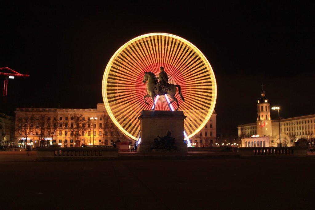 Place Bellecour illuminée par la grande roue