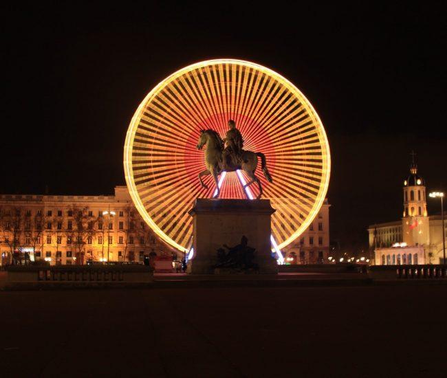 Place Bellecour illuminé par la grande roue