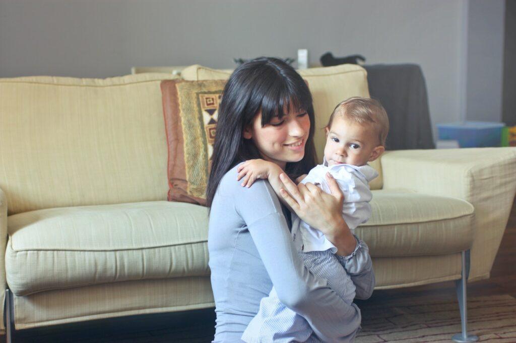 Réserver une baby-sitter pendant les vacances
